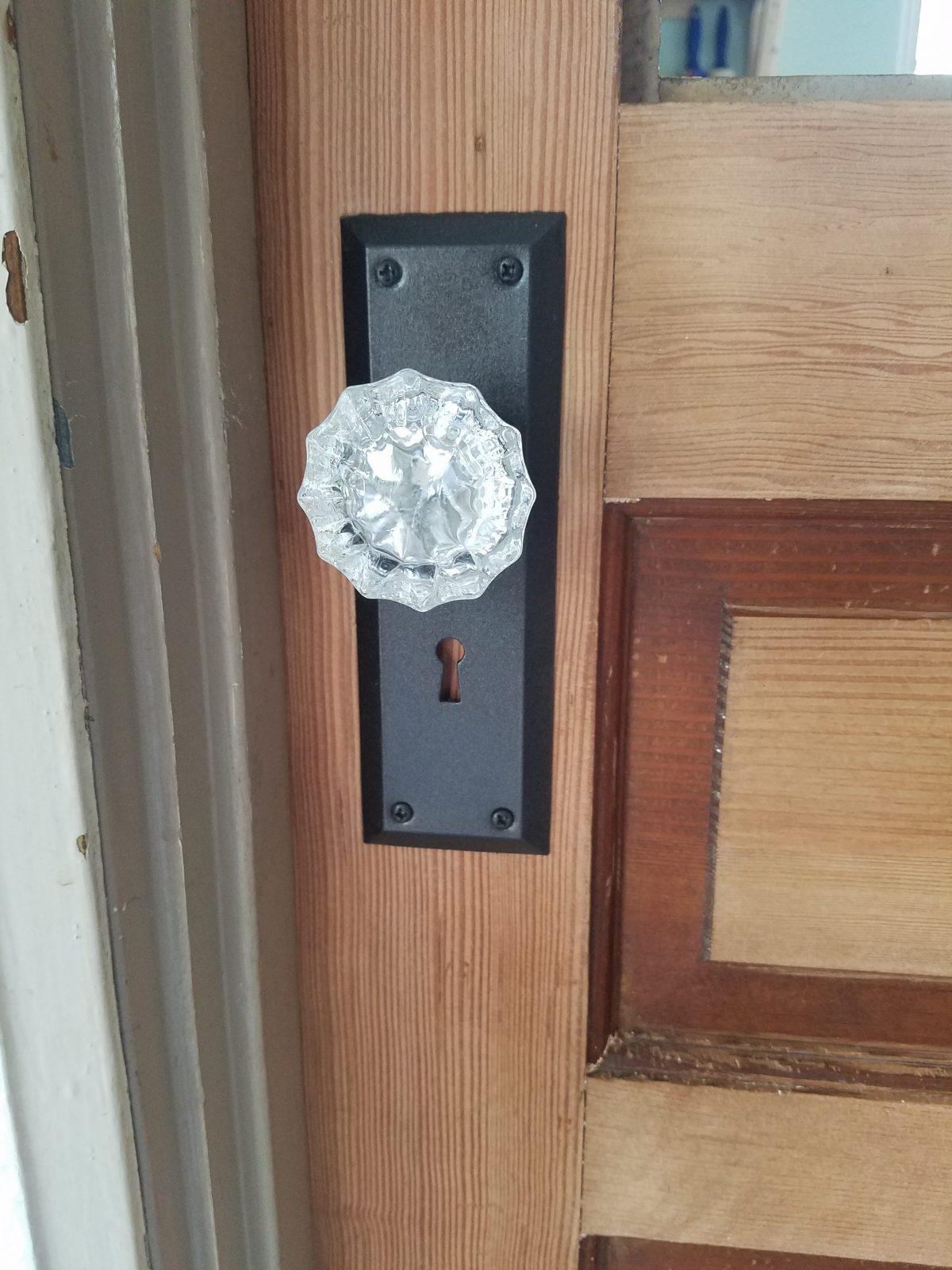 easily update your doorknobs for cheap the speckled door